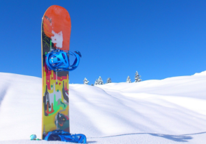 Snowboard with bindings on fixed on snow