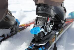 close up photo of snowboard bindings