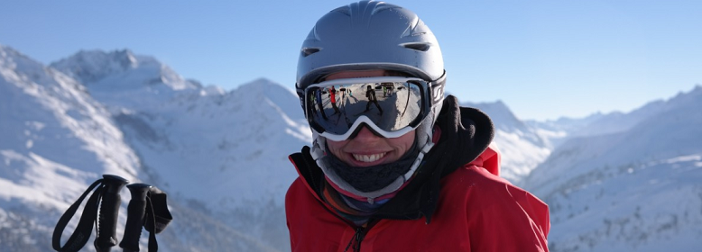 snoarboarder wearing helmet and goggles
