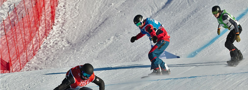 snowboard cross in action