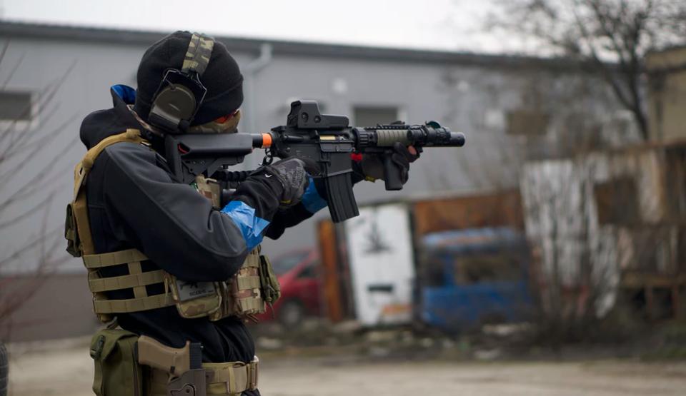 Man aiming paintball gun
