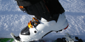 Persons feet on a ski binding